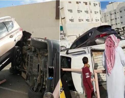 بالفيديو : انقلاب 3 سيارات في الطائف بسبب امرأة