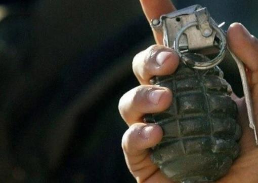 يمني يقتل زوجته وابنته بتفجير قنبلة يدوية!