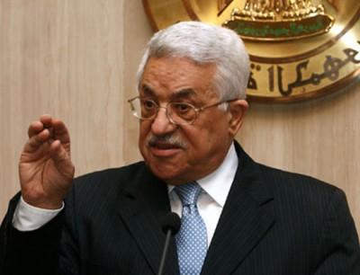 عباس يغادر إلى ألمانيا لإجراء فحوصات طبية