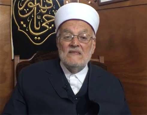 ندد بصلوات المستوطنين .. الاحتلال يبعد الشيخ عكرمة صبري عن المسجد الأقصى أسبوعا