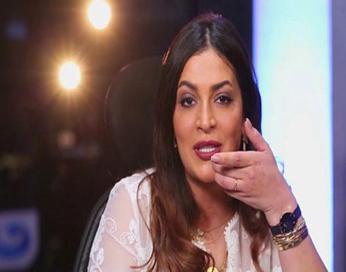 """بالفيديو ..دنيا المصري غاضبة من تحرش المنتجين بها: """"أنا لازم اقدم تنازلات؟!"""""""