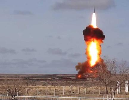 """قوات الفضاء الروسية تستعرض صاروخا """"أصاب أهدافه بدقة"""""""