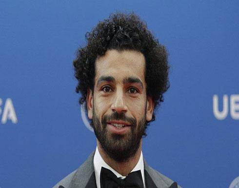 بالصورة - محمد صلاح يتبرع بشعره للسيسي؟!