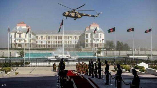 قتلى من الجيش الأفغاني بتحطم مروحية.. وأنباء عن صاروخ