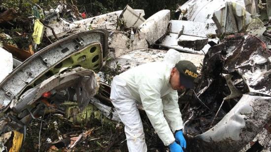 طبيب عربي من بين ضحايا طائرة فريق كرة القدم البرازيلي المنكوبة .. تعرّفوا عليه«شاهد»