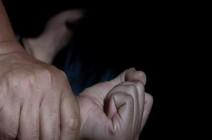 في هذا البلد العربي.. شاب يغتصب والدته الستينية مرتين!