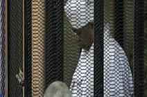 البشير يخرج من المحكمة.. والدفاع يطلب إطلاق سراحه