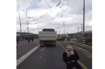 بالفيديو : مستوطنون يعربدون الاحتلال ينشر الحواجز شمال الضفة