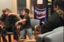 بالفيديو والصور.. صبي يعتدي على والدته بعيادة أطفال