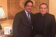 """مبارك """"مبتسما"""" في أول ظهور له خارج السجن"""