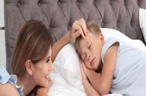 هذه التصرفات تجنّبيها في موعد نوم طفلك