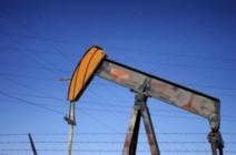 النفط يرتفع بفعل توقعات تمديد خفض الإنتاج