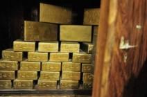 الذهب يهبط بسبب ضغوط من صعود الدولار