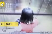 لحظة سقوط سقف أسانسير فوق رأس سيدة (فيديو)