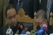 شاهد ..  فضيحة قاضي دائرة الارهاب بمصر لا يجيد القراءة