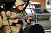 مصر.. قتلى في استهداف مدرعة عسكرية