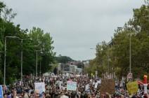 متظاهرون ليبراليون يستبقون مظاهرة يمينية في بوسطن