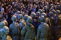 بالفيديو : إصابات وقنابل غاز واشتباكات بين الأمن ومحتجين ببيروت