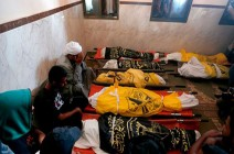 بالفيديو : 8 شهداء من عائلة واحدة بمجزرة للاحتلال وسط غزة