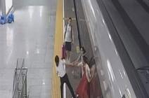مشهد صادم لإمرأة حاولت إيقاف القطار بقدميها (فيديو)