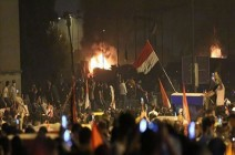 بالفيديو : محتجون يغلقون طرقاً تؤدي لمعبر وميناء حيويين جنوبي العراق