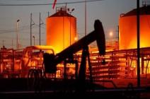 أسعار النفط تتراجع مع ارتفاع الدولار