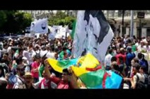 شاهد :  آلاف الطلبة يتظاهرون في شوارع العاصمة للمطالبة برحيل بقايا النظام