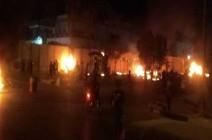 شاهد : متظاهرون يضرمون النار بقنصلية إيران في كربلاء