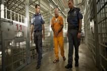 قانون إسرائيلي يجبر المعقلين على التعري ولو بالقوة