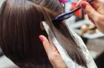 المدة الواجب تركها بين عمليات صبغ الشعر للحفاظ عليه لا تقل عن 4 اسابيع