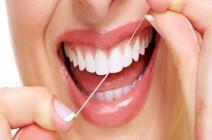 لهذه الأسباب.. نظفوا أسنانكم بالخيط!