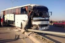 في ثاني حادث ..اصابة ٣ اشخاص في حادث تصادم حافلة معتمرين بالكرك