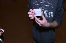 بالفيديو : شاب من حزب الله يمزق بطاقته أمام الكاميرا
