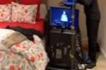 بملابس النوم.. بث مباشر لمذيعة شهيرة من داخل غرفة نومها