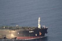 """صور لناقلة إيران """"المكسورة"""".. واقتراب من سفينة مشبوهة"""