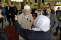 لحظة لقاء الشيخ رائد صلاح بوالدته بعد الإفراج عنه (شاهد)