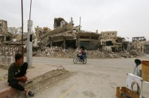 """الرقة مدينة """"غارقة في الدمار"""" بعد عام على طرد داعش منها"""