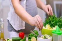 أطعمة فائقة القيمة الغذائية يُوصَى بها للحوامل .. منها التوت