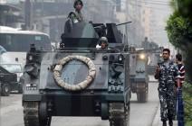 بالفيديو : إصابة 14 عسكريا إثر رشقهم بالحجارة من قبل محتجين في لبنان