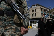 موالون للحشد الشعبي يحرقون مقار الديمقراطي الكردستاني ببغداد