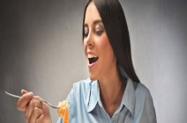 علاقة الطعام والمزاج تسبب خسارة الوزن او العكس