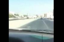 بالبث المباشر..لحظة تعرض شاب لحادث سير مروع في شارع الأردن