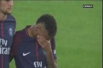 بالفيديو: نيمار يبكي خلال دقيقة الصمت على ضحايا برشلونة