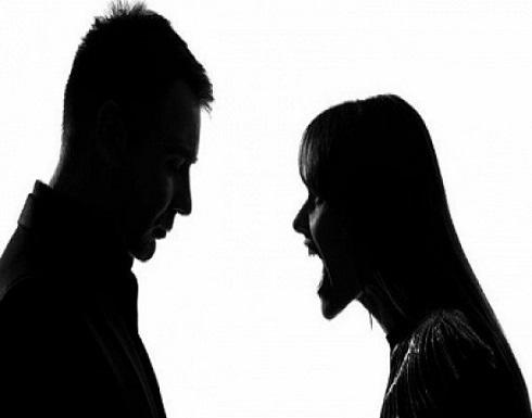 بسبب الخلافات..سيدة تكسر أنف زوجها