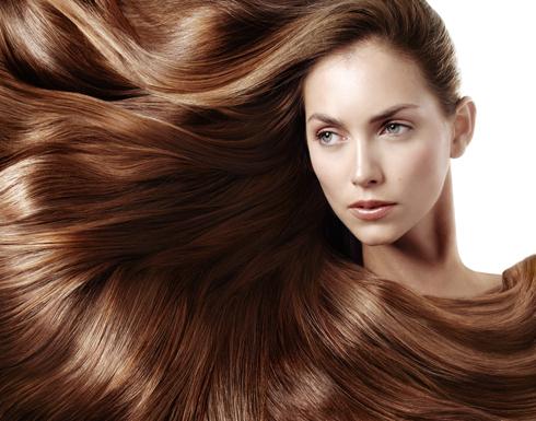 4 أمور يمكن أن تؤذي الشعر.. تعرفي عليها