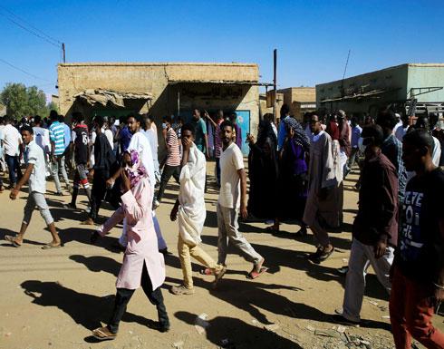 السودان.. الشرطة تطلق الغاز على متظاهرين في الخرطوم (شاهد)