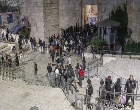 إصابة 105 جراء اعتداء شرطة الاحتلال والمستوطنين على الفلسطينيين بالبلدة القديمة .. بالفيديو