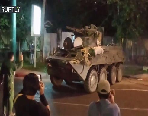 شاهد : انتشار مكثف للمدرعات في شوارع ميانمار مع استمرار المظاهرات