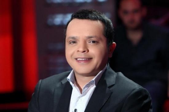 محمد هنيدي يكشف عن نجمين شهيرين كانا يغنيان وراءه في الكورس.. من هما؟