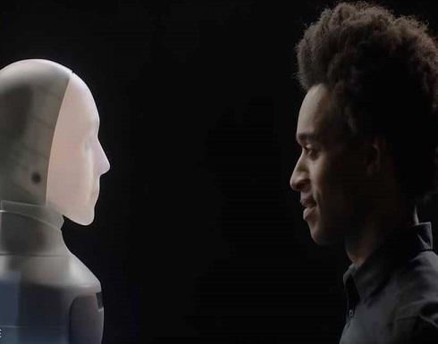 """""""فورهات"""".. روبوت بتعبيرات بشرية يصغي لمشاكلنا"""